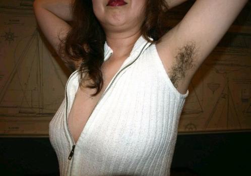 【脇毛エロ画像】熟女のだらしないカラダからハミ出る脇毛がエロ過ぎて寝取りたくなる件ww 39