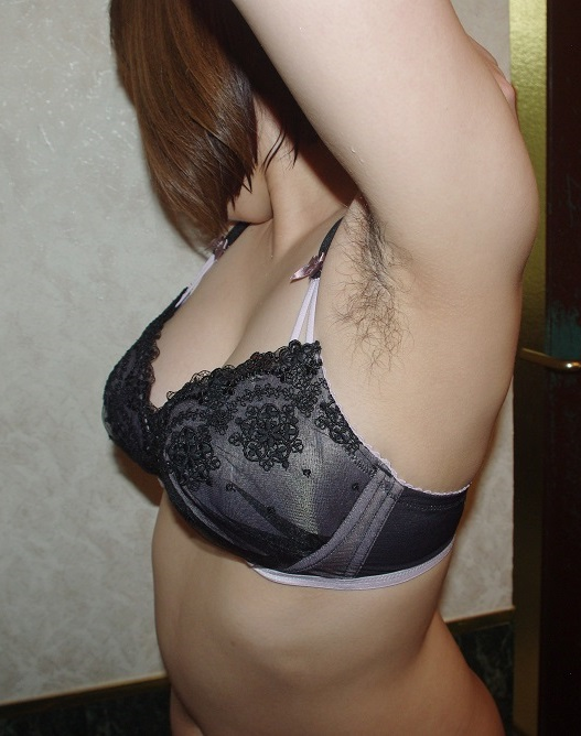 【脇毛エロ画像】熟女のだらしないカラダからハミ出る脇毛がエロ過ぎて寝取りたくなる件ww 48