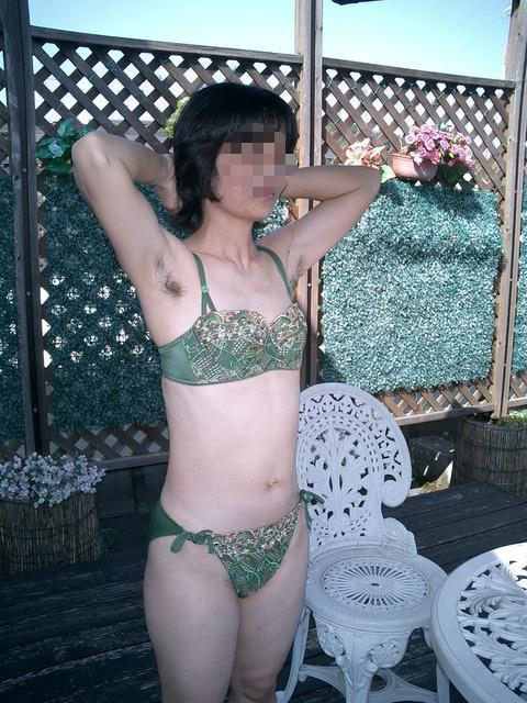 【脇毛エロ画像】熟女のだらしないカラダからハミ出る脇毛がエロ過ぎて寝取りたくなる件ww 72
