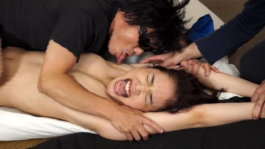 【脇舐めエロ画像】女性の新たな性感帯として新発見!汗ばんでムレて臭う脇の下を舐められ恥じらいながらも感じちゃってる脇舐めエロ画像集!w 08