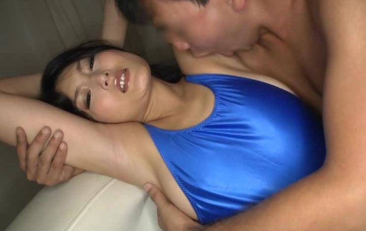 【脇舐めエロ画像】女性の新たな性感帯として新発見!汗ばんでムレて臭う脇の下を舐められ恥じらいながらも感じちゃってる脇舐めエロ画像集!w 47