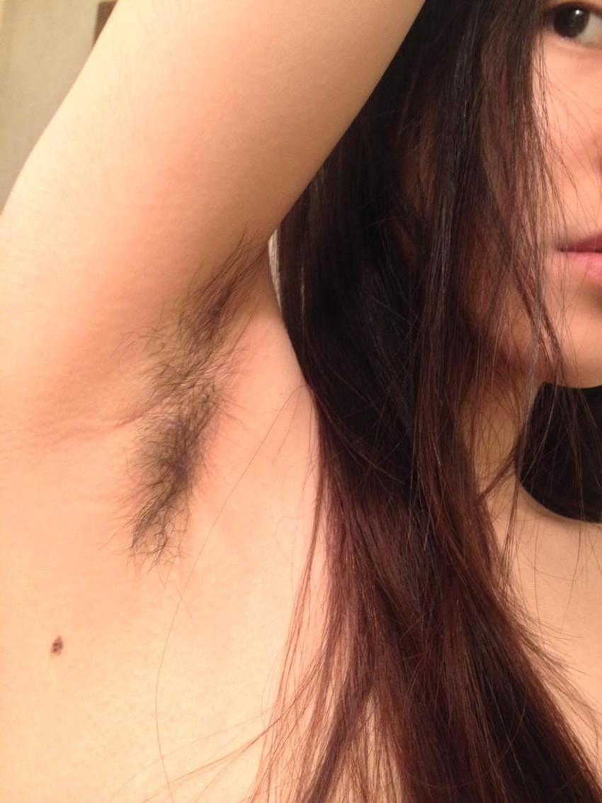 【脇毛エロ画像】熟女のだらしない脇毛や清楚なノースリーブ女子の無防備な腋の下の剃り残しがエロ過ぎる脇毛のエロ画像集!ww【80枚】 35