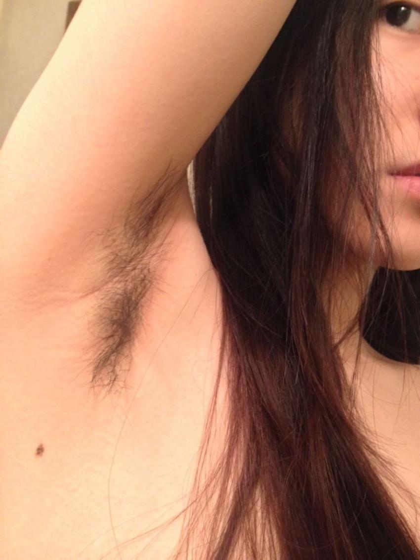 【脇毛エロ画像】熟女のだらしない脇毛や清楚なノースリーブ女子の無防備な腋の下の剃り残しがエロ過ぎる脇毛のエロ画像集!ww【80枚】 59