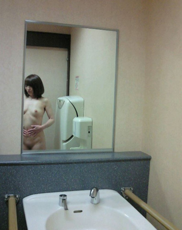 【公衆トイレセックスエロ画像】公園の汚い公衆便所やショッピングセンターの誰でもトイレでドマゾ娘を調教してる公衆トイレセックスのエロ画像集!ww【80枚】 78