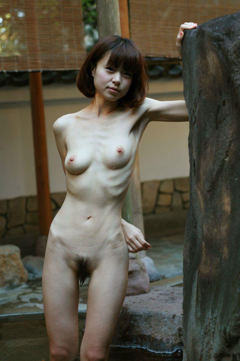 【ガリガリ貧乳エロ画像集】肋骨浮き出るガリガリ女子に漏れなくついてくる貧乳が一周廻ってエロ過ぎる件ww 20