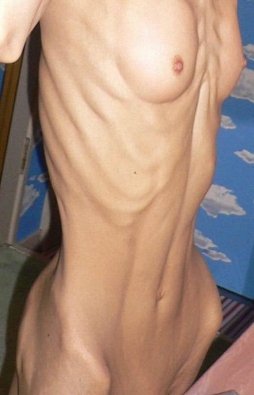 【ガリガリ貧乳エロ画像集】肋骨浮き出るガリガリ女子に漏れなくついてくる貧乳が一周廻ってエロ過ぎる件ww 61