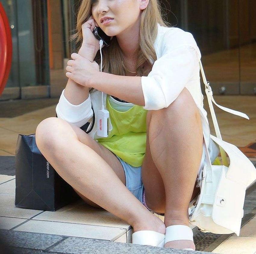【短パンパンチラエロ画像】短パン女子がスカートじゃないからと安心してパンチラしてるところを盗撮したった短パンパンチラのエロ画像集!ww【80枚】 29