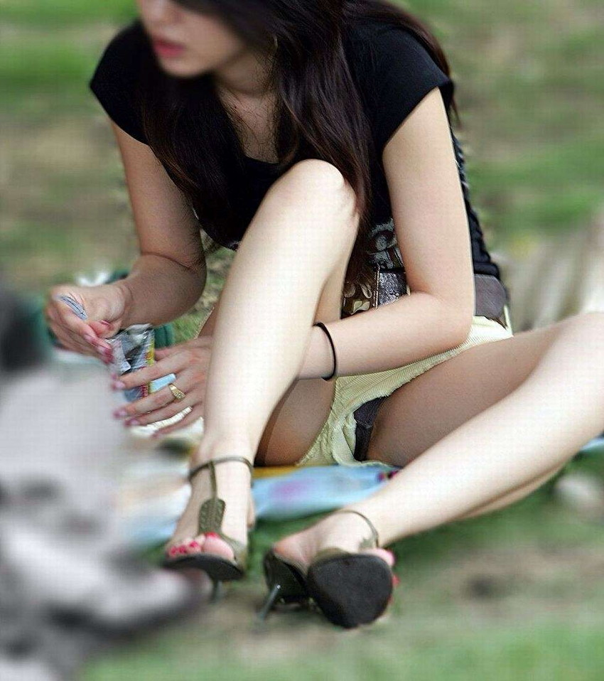 【短パンパンチラエロ画像】短パン女子がスカートじゃないからと安心してパンチラしてるところを盗撮したった短パンパンチラのエロ画像集!ww【80枚】 46