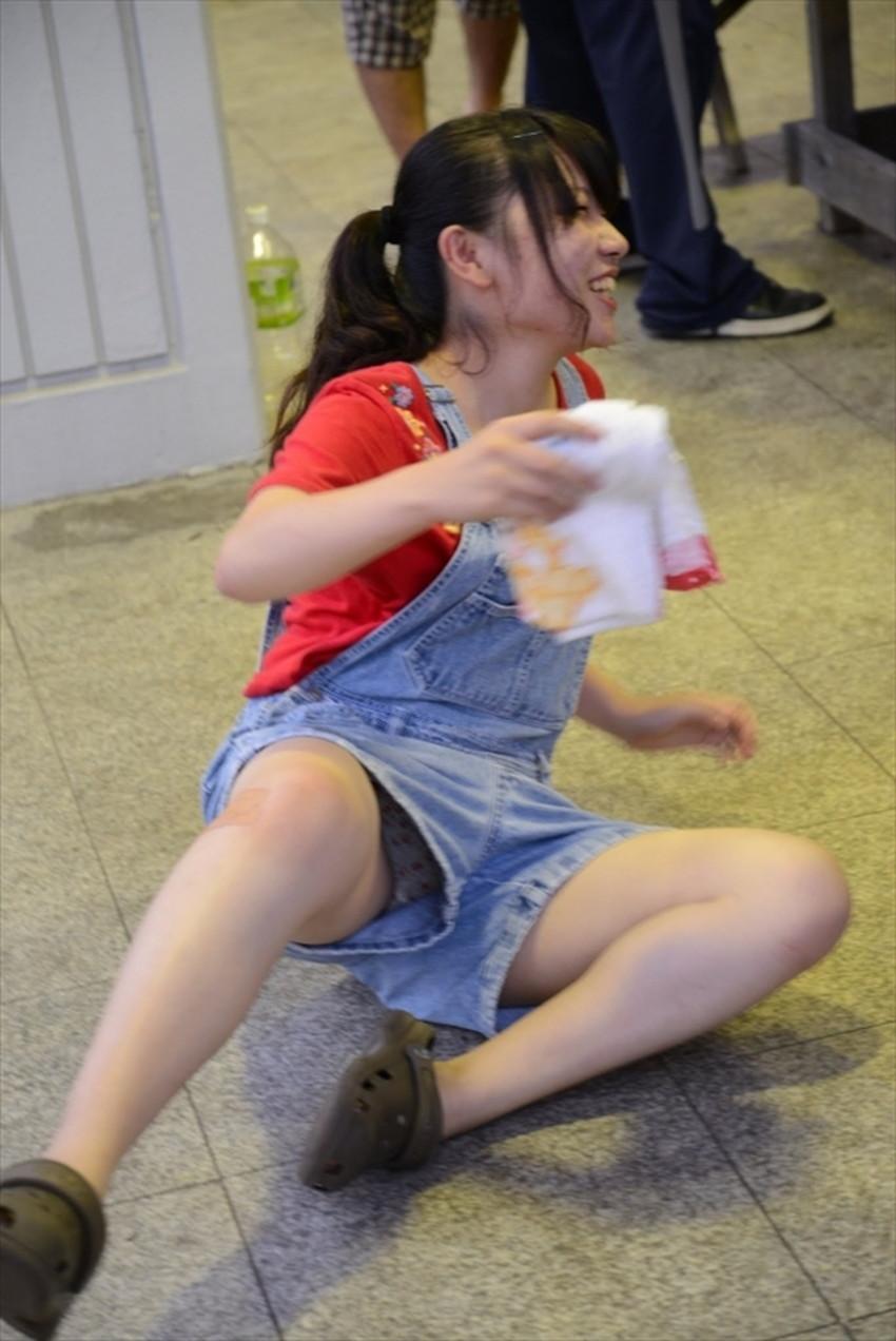 【短パンパンチラエロ画像】短パン女子がスカートじゃないからと安心してパンチラしてるところを盗撮したった短パンパンチラのエロ画像集!ww【80枚】 48