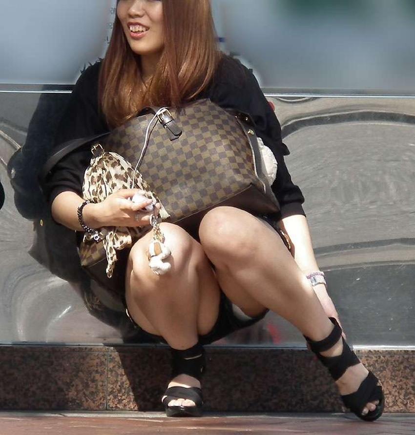 【短パンパンチラエロ画像】短パン女子がスカートじゃないからと安心してパンチラしてるところを盗撮したった短パンパンチラのエロ画像集!ww【80枚】 55