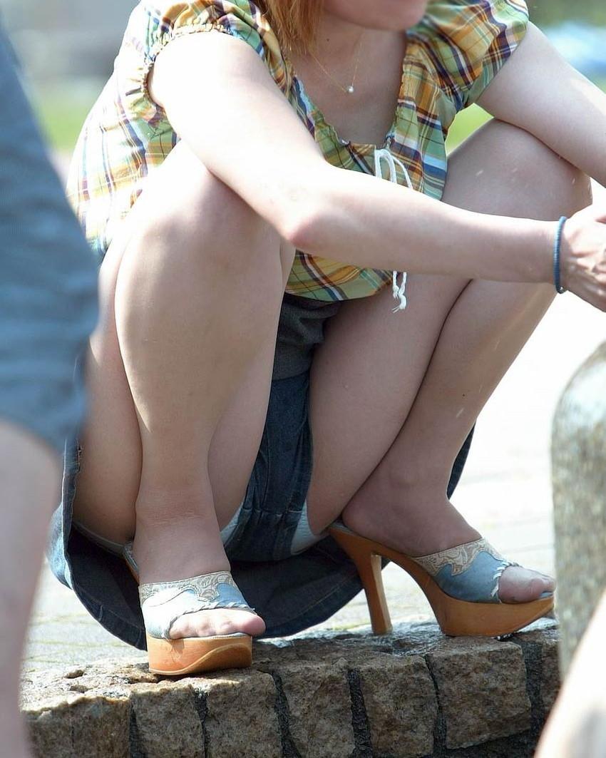【短パンパンチラエロ画像】短パン女子がスカートじゃないからと安心してパンチラしてるところを盗撮したった短パンパンチラのエロ画像集!ww【80枚】 73