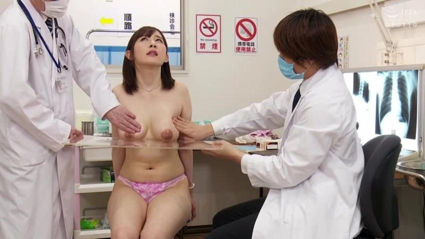 【健康診断エロ画像】エロドクターが職権乱用してロリなJKやデカパイOLにセクハラしまくる健康診断のエロ画像集!ww【80枚】 43
