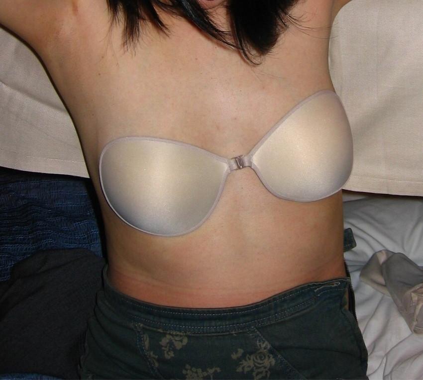 【ヌーブラエロ画像】ペロンと剥がして乳首を拝みたくなるヌーブラのエロ画像集!ww【80枚】 15