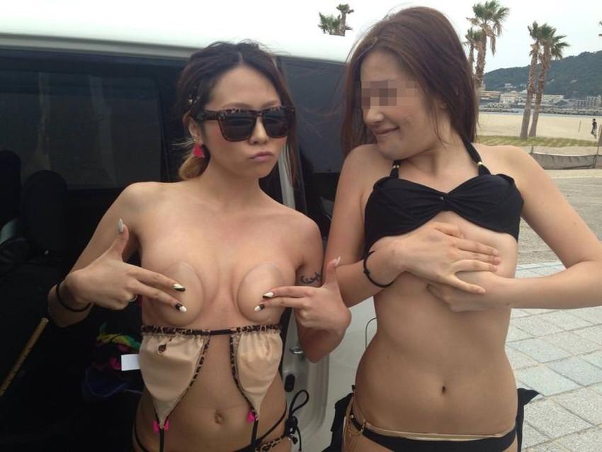 【ヌーブラエロ画像】ペロンと剥がして乳首を拝みたくなるヌーブラのエロ画像集!ww【80枚】 22