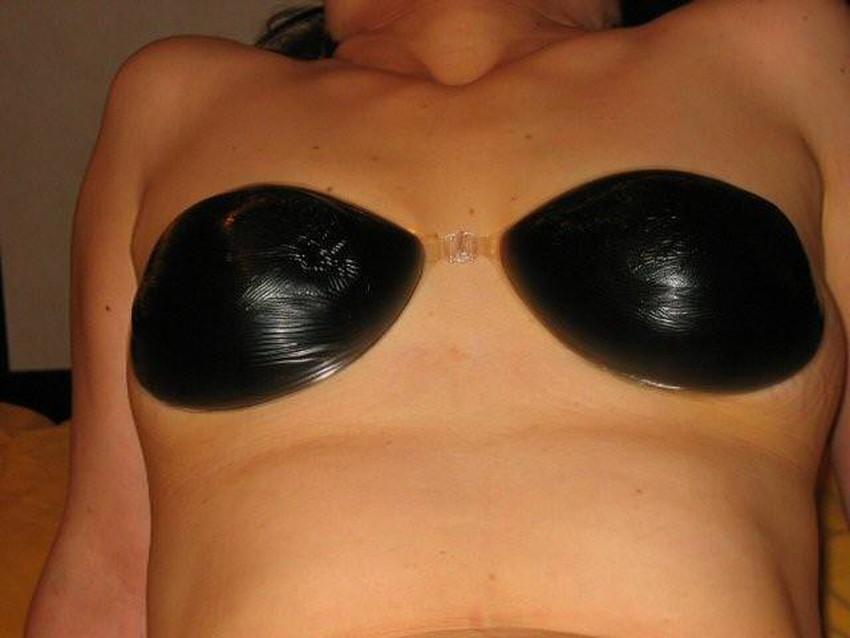 【ヌーブラエロ画像】ペロンと剥がして乳首を拝みたくなるヌーブラのエロ画像集!ww【80枚】 34