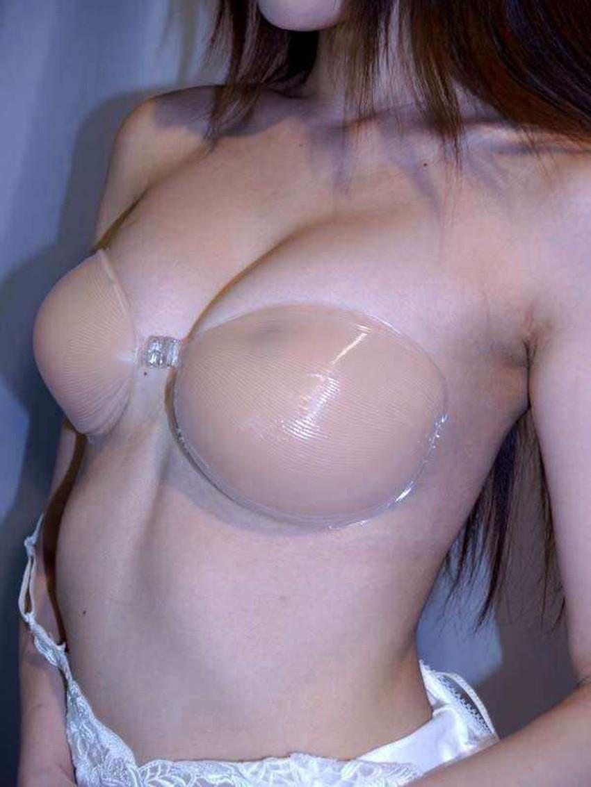 【ヌーブラエロ画像】ペロンと剥がして乳首を拝みたくなるヌーブラのエロ画像集!ww【80枚】 41