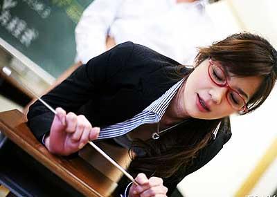 【メガネ女教師エロ画像】インテリ感満載のメガネとタイトスカートで誘惑してくれるメガネ女教師のエロ画像集!ww【80枚】