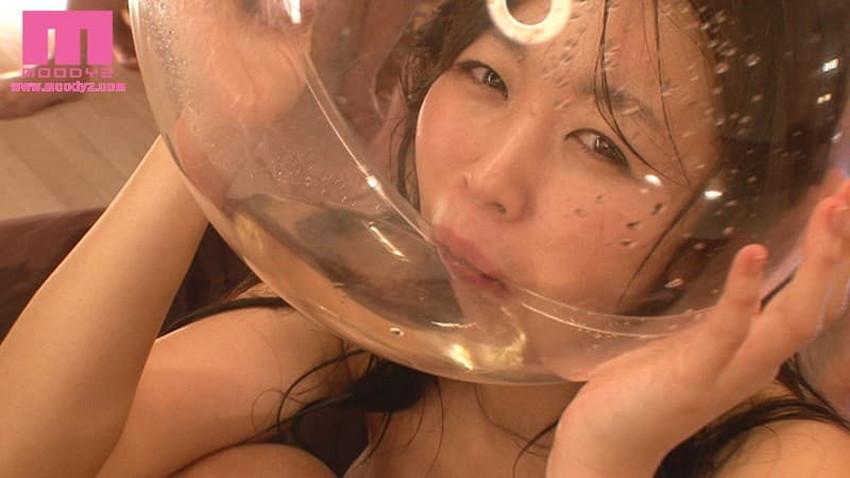 【飲尿エロ画像】嬉しそうにキモメンの放尿したおしっこを飲み干してるドマゾな変態女子の飲尿エロ画像集!ww【80枚】 21
