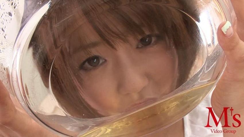 【飲尿エロ画像】嬉しそうにキモメンの放尿したおしっこを飲み干してるドマゾな変態女子の飲尿エロ画像集!ww【80枚】 28