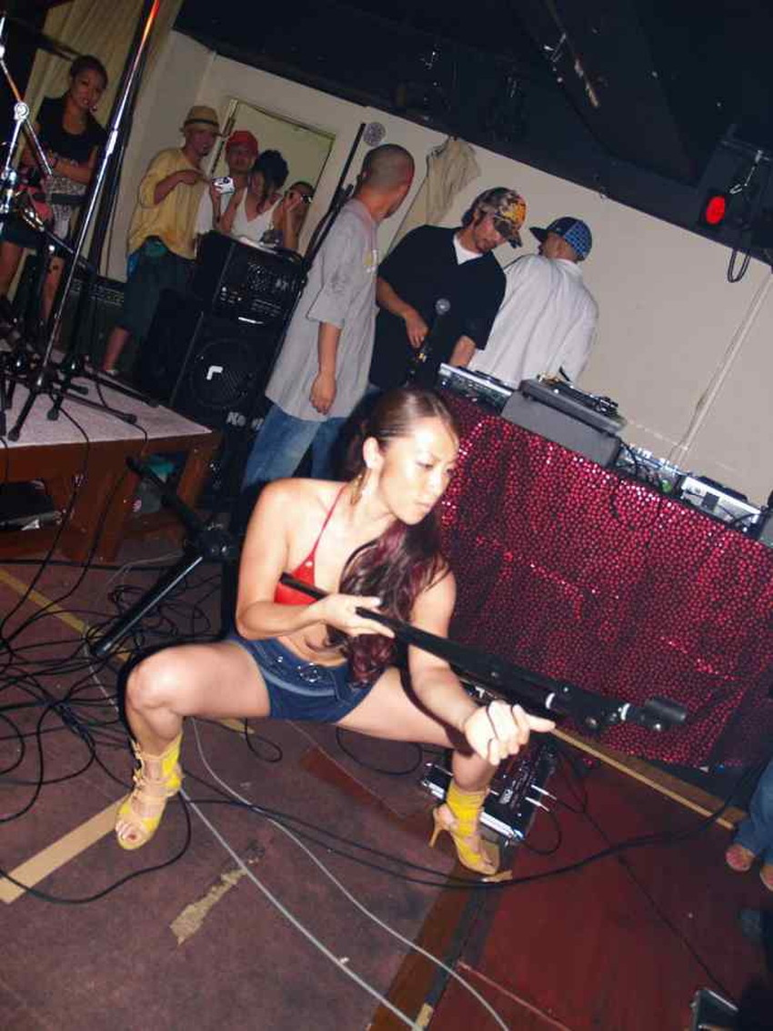 【レゲエダンスエロ画像】エロコスでダンスして胸チラやマンチラ必至のレゲエダンスのエロ画像集!ww【80枚】 31