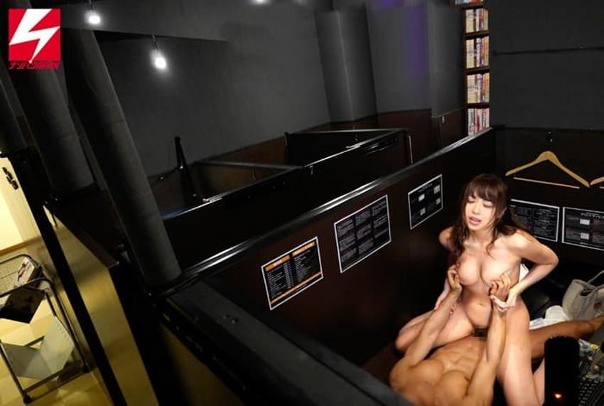 【ネカフェセックスエロ画像】隣にも人がいるネットカフェで喘ぎ声を殺しながらガチハメしてるネカフェセックスのエロ画像集!ww【80枚】 63