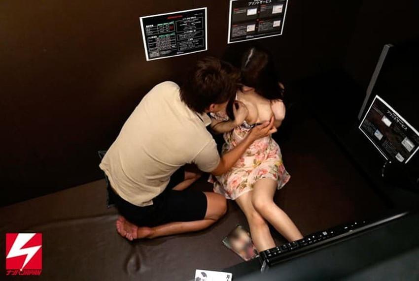 【ネカフェセックスエロ画像】隣にも人がいるネットカフェで喘ぎ声を殺しながらガチハメしてるネカフェセックスのエロ画像集!ww【80枚】 64