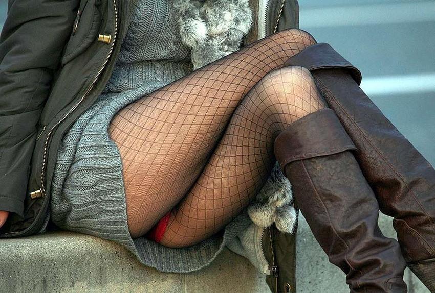 【脚組みパンチラエロ画像】脚組みしてるミニスカギャルのパンチラと太ももがエロ過ぎる脚組みパンチラのエロ画像集!ww【80枚】 02