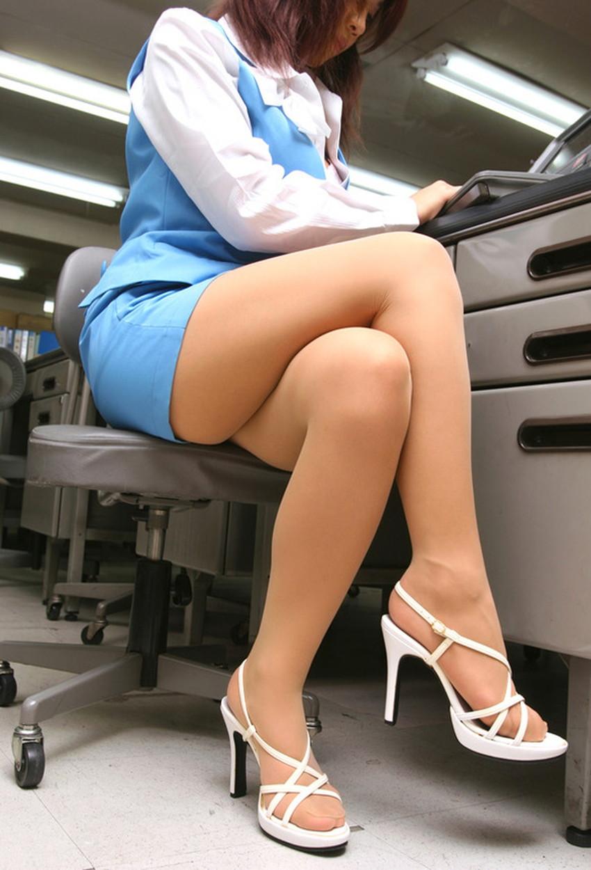 【脚組みパンチラエロ画像】脚組みしてるミニスカギャルのパンチラと太ももがエロ過ぎる脚組みパンチラのエロ画像集!ww【80枚】 46