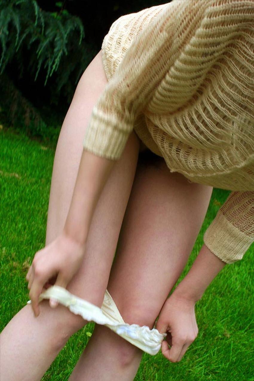 【野外着替えエロ画像】野外でこっそり水着やスポユニに着替える素人娘を隠し撮りしたった野外着替えのエロ画像集!ww【80枚】 80