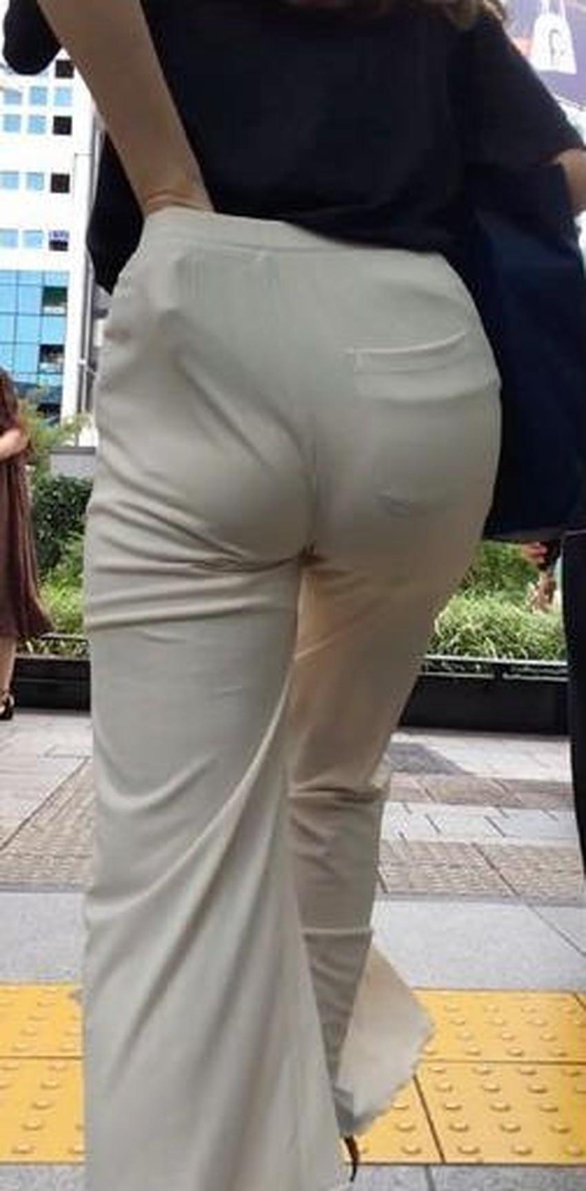 【パンツ食い込み直しエロ画像】街中でミニスカギャルや制服JKがパンツの食い込みを直す瞬間を盗撮したったパンツ食い込み直しのエロ画像集!ww【80枚】 70