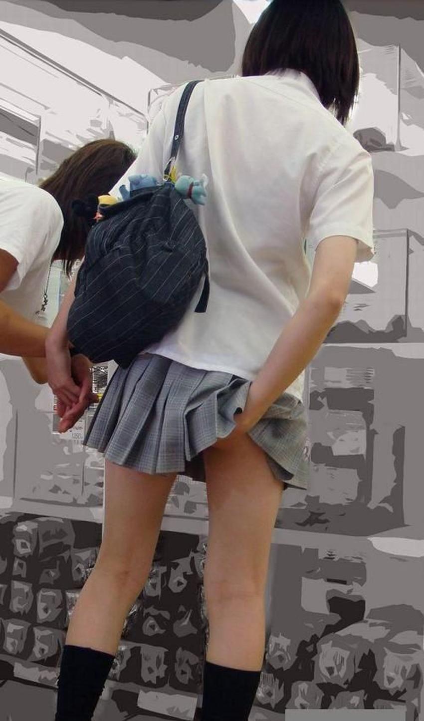 【パンツ食い込み直しエロ画像】街中でミニスカギャルや制服JKがパンツの食い込みを直す瞬間を盗撮したったパンツ食い込み直しのエロ画像集!ww【80枚】 74