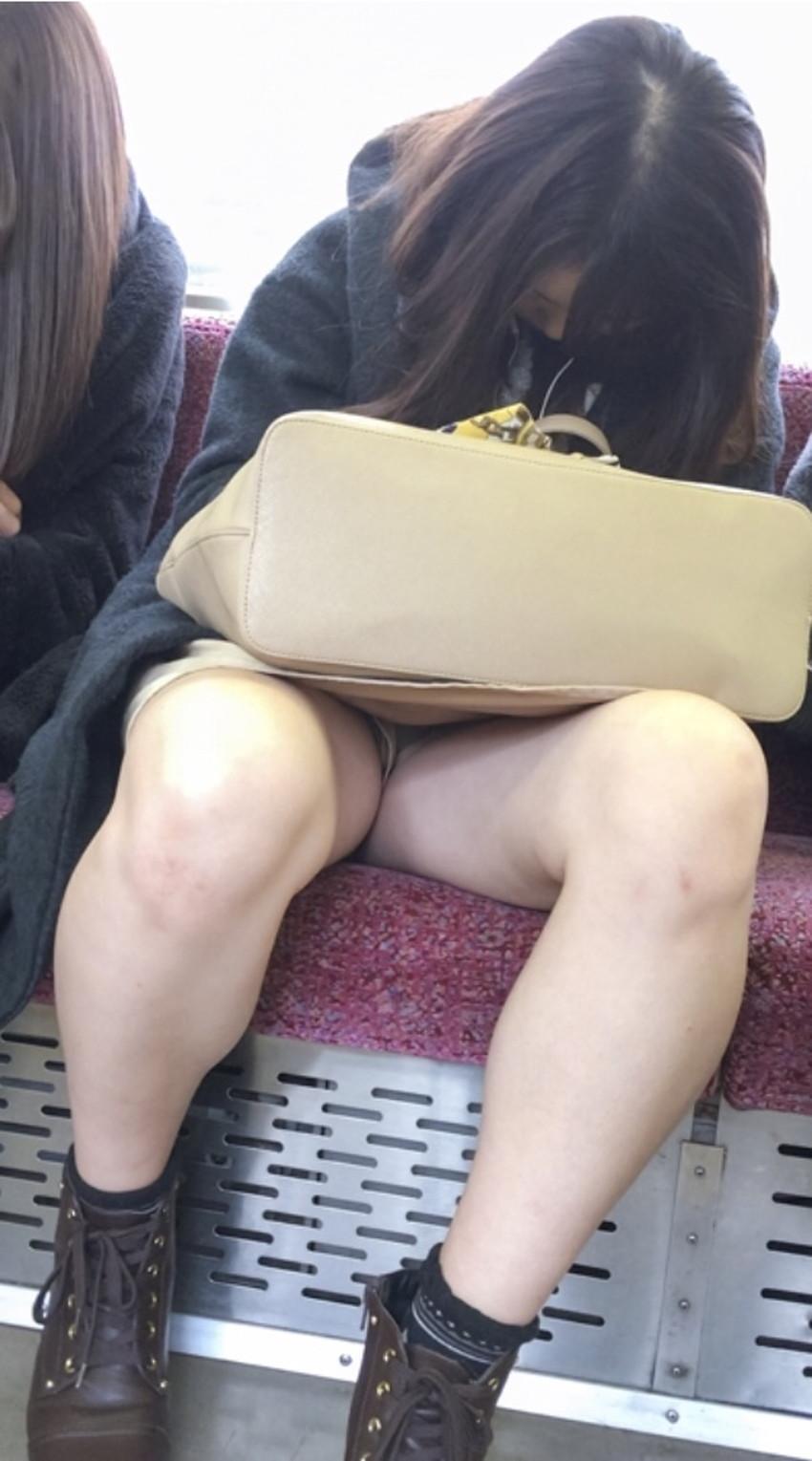 【居眠りパンチラエロ画像】居眠りOLが電車内でお股ユルユル!ww居眠り美女の無防備なパンチラを盗撮した居眠りパンチラのエロ画像集!ww【80枚】 42