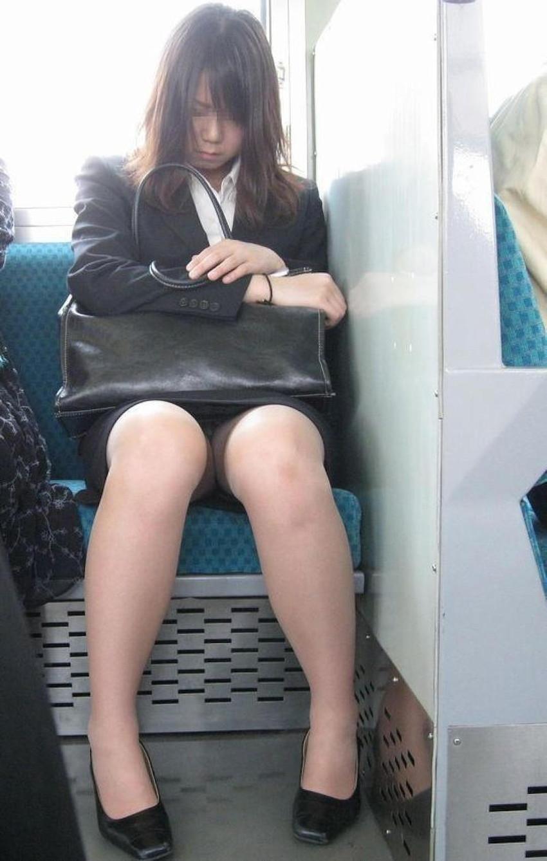 【居眠りパンチラエロ画像】居眠りOLが電車内でお股ユルユル!ww居眠り美女の無防備なパンチラを盗撮した居眠りパンチラのエロ画像集!ww【80枚】 59