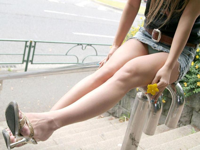 【生足エロ画像】ショーパンやミニスカの生足女子の美脚やパンチラ、ハミケツが最高過ぎる生足のエロ画像集!ww【80枚】 02