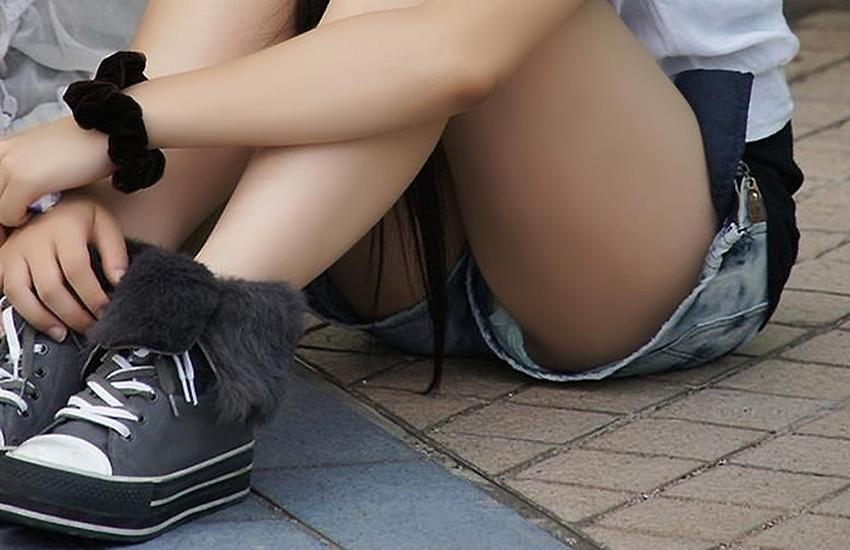 【生足エロ画像】ショーパンやミニスカの生足女子の美脚やパンチラ、ハミケツが最高過ぎる生足のエロ画像集!ww【80枚】 03