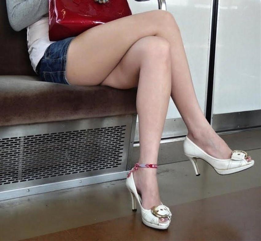 【生足エロ画像】ショーパンやミニスカの生足女子の美脚やパンチラ、ハミケツが最高過ぎる生足のエロ画像集!ww【80枚】 04