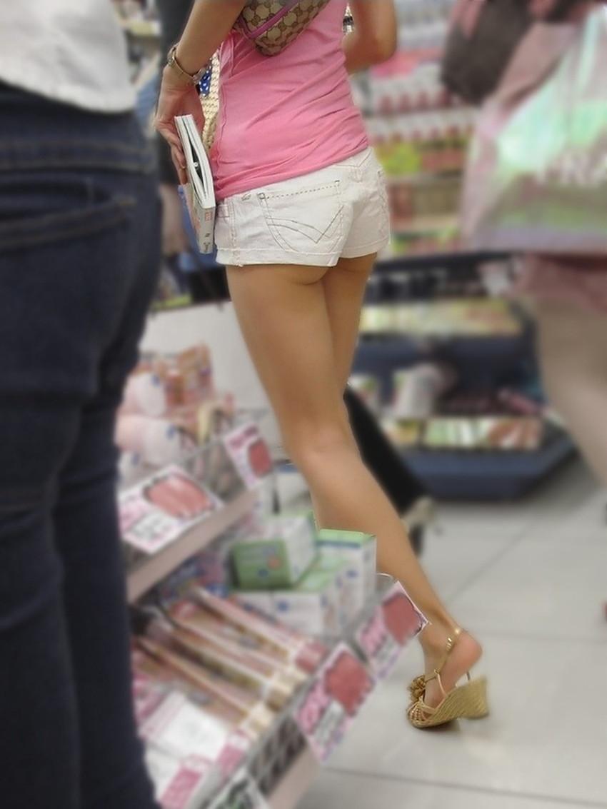 【生足エロ画像】ショーパンやミニスカの生足女子の美脚やパンチラ、ハミケツが最高過ぎる生足のエロ画像集!ww【80枚】 14