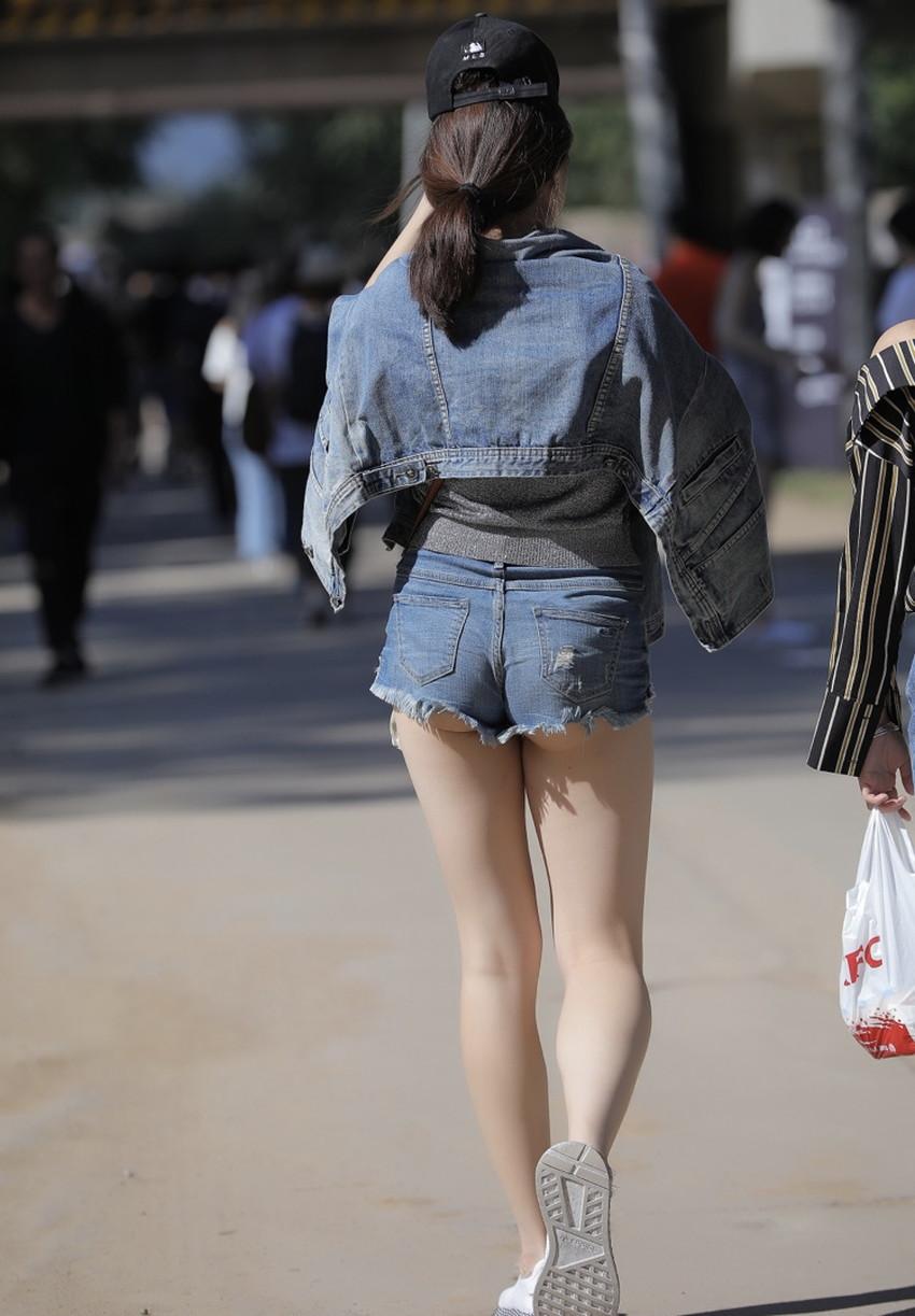 【生足エロ画像】ショーパンやミニスカの生足女子の美脚やパンチラ、ハミケツが最高過ぎる生足のエロ画像集!ww【80枚】 30