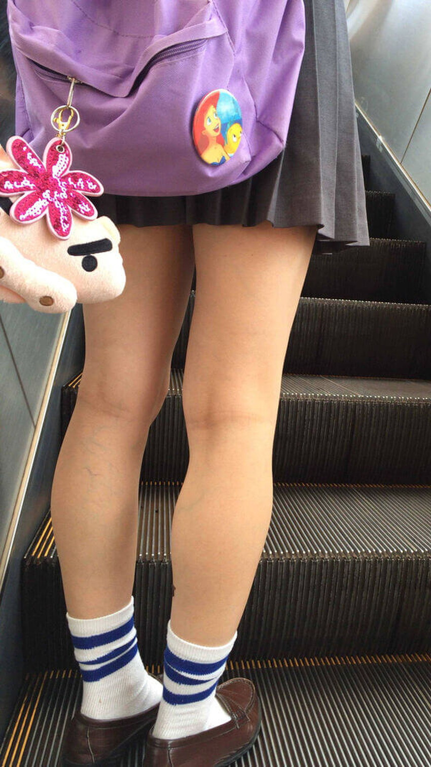 【生足エロ画像】ショーパンやミニスカの生足女子の美脚やパンチラ、ハミケツが最高過ぎる生足のエロ画像集!ww【80枚】 34