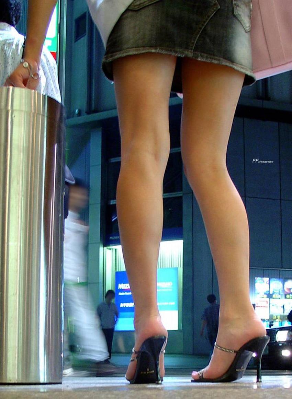 【生足エロ画像】ショーパンやミニスカの生足女子の美脚やパンチラ、ハミケツが最高過ぎる生足のエロ画像集!ww【80枚】 64