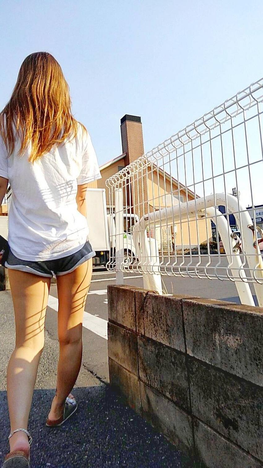 【生足エロ画像】ショーパンやミニスカの生足女子の美脚やパンチラ、ハミケツが最高過ぎる生足のエロ画像集!ww【80枚】 65