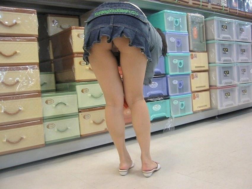 【ノーパン女子エロ画像】スカートめくったらおまんこと美尻が丸見えのプチ露出狂女子たちが誘惑してくれるノーパン女子のエロ画像集!ww【80枚】 05