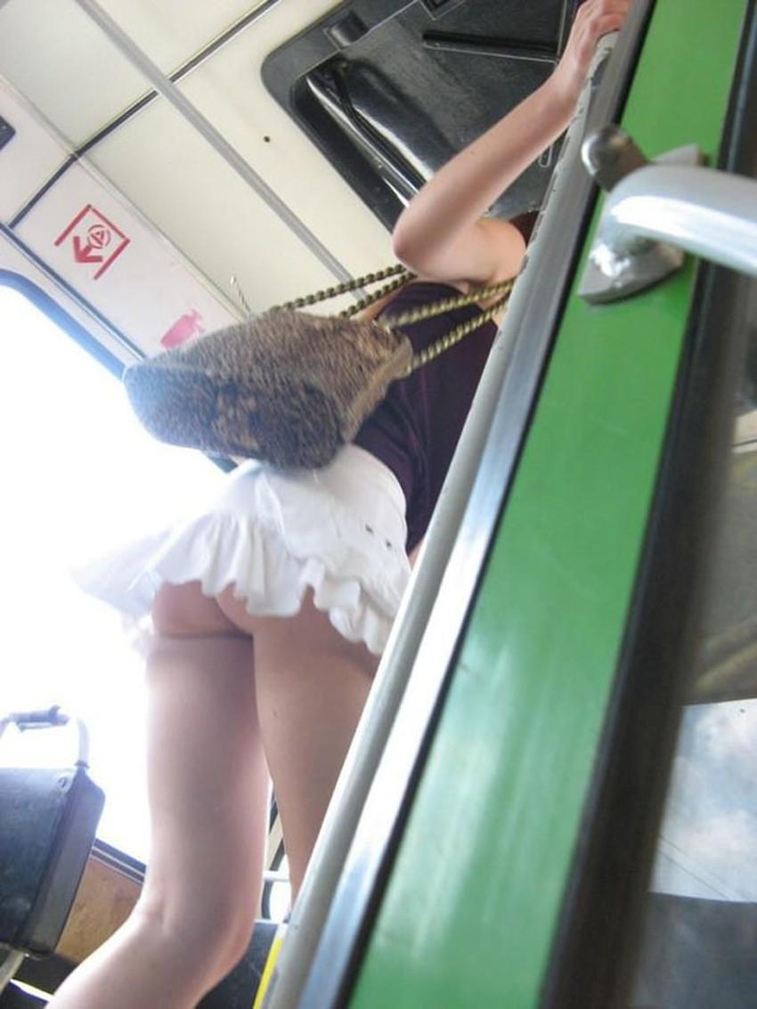 【ノーパン女子エロ画像】スカートめくったらおまんこと美尻が丸見えのプチ露出狂女子たちが誘惑してくれるノーパン女子のエロ画像集!ww【80枚】 25