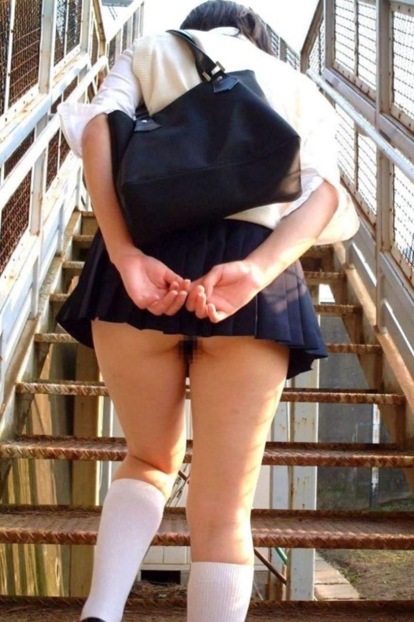 【ノーパン女子エロ画像】スカートめくったらおまんこと美尻が丸見えのプチ露出狂女子たちが誘惑してくれるノーパン女子のエロ画像集!ww【80枚】 30