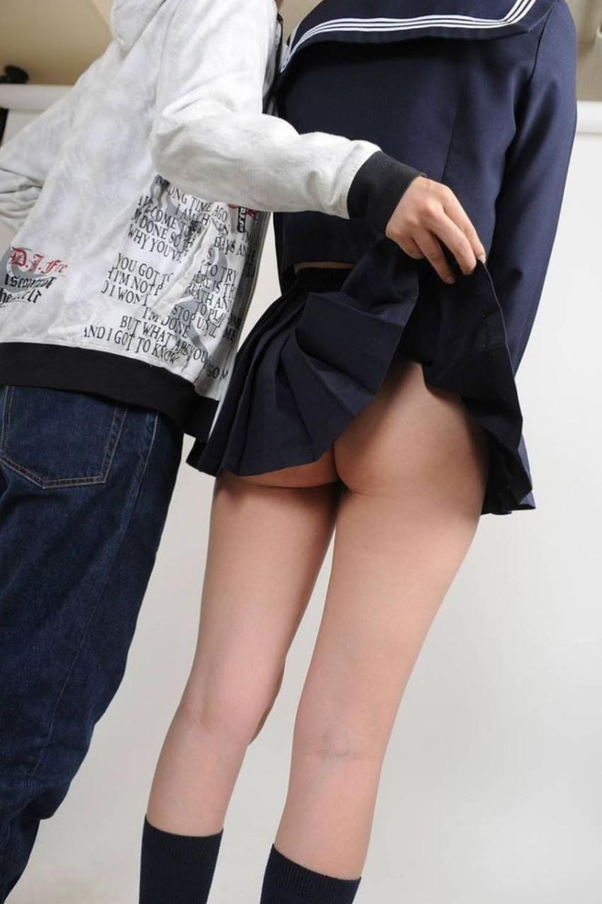 【ノーパン女子エロ画像】スカートめくったらおまんこと美尻が丸見えのプチ露出狂女子たちが誘惑してくれるノーパン女子のエロ画像集!ww【80枚】 48