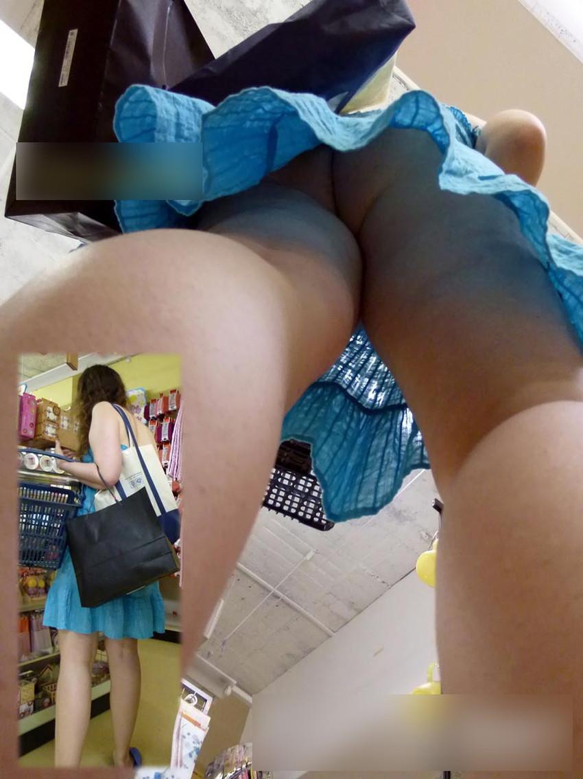 【ノーパン女子エロ画像】スカートめくったらおまんこと美尻が丸見えのプチ露出狂女子たちが誘惑してくれるノーパン女子のエロ画像集!ww【80枚】 60
