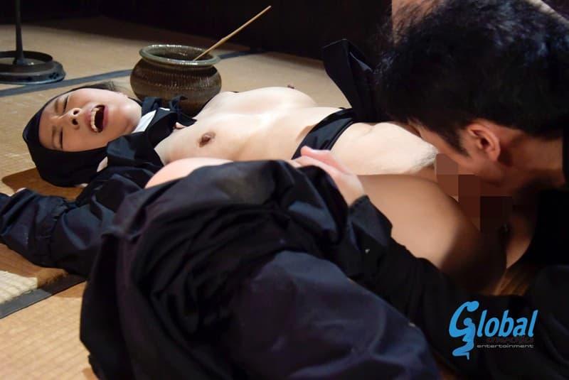 【くノ一コスプレエロ画像】美少女女忍者を捉えて緊縛プレイで輪姦調教!!忍び装束を脱がせて美乳やおまんこ丸出しでセックスしてるくノ一コスプレのエロ画像集ww【80枚】 21