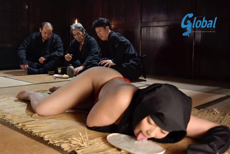【くノ一コスプレエロ画像】美少女女忍者を捉えて緊縛プレイで輪姦調教!!忍び装束を脱がせて美乳やおまんこ丸出しでセックスしてるくノ一コスプレのエロ画像集ww【80枚】 38