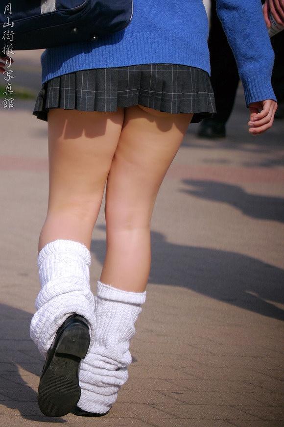【ルーズソックスエロ画像集】ダッルダルのルーズソックスで足コキされて顔面踏んでもらいたいスーズソックスエロ画像集ww 23