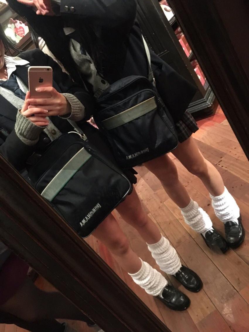 【ルーズソックスエロ画像集】ダッルダルのルーズソックスで足コキされて顔面踏んでもらいたいスーズソックスエロ画像集ww 24